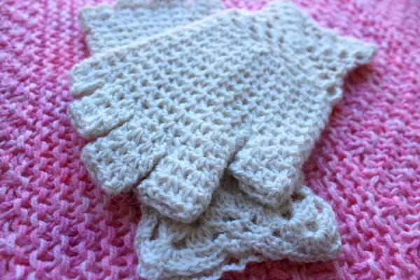 White alpaca gloves